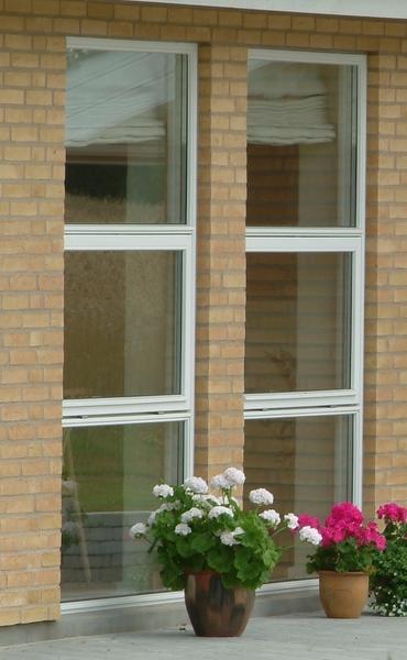høje vinduer